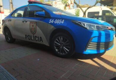 Homem tem carro roubado por criminosos armados em Inoã