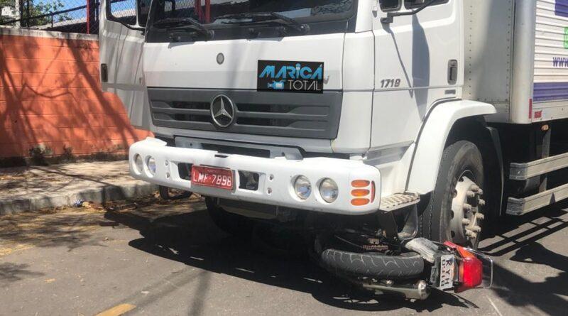 Homem fica ferido em acidente entre caminhão e moto na Mumbuca