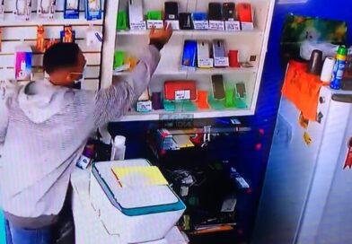 Dupla assalta loja de celulares na Mumbuca, em Maricá