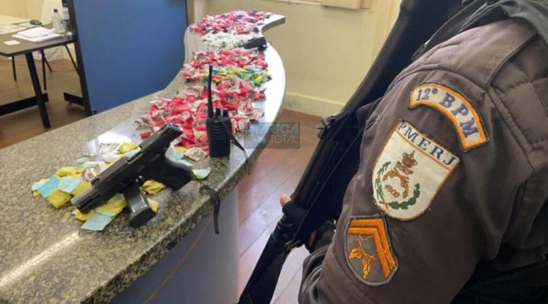 Ação da PM termina com homem preso e carga de drogas apreendida no Risca Faca, em Inoã