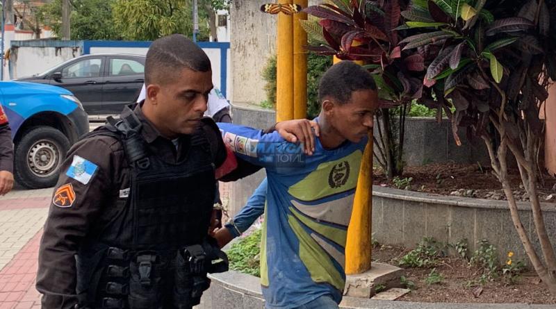 Homem com mandado de prisão em aberto é preso pela PM em Inoã